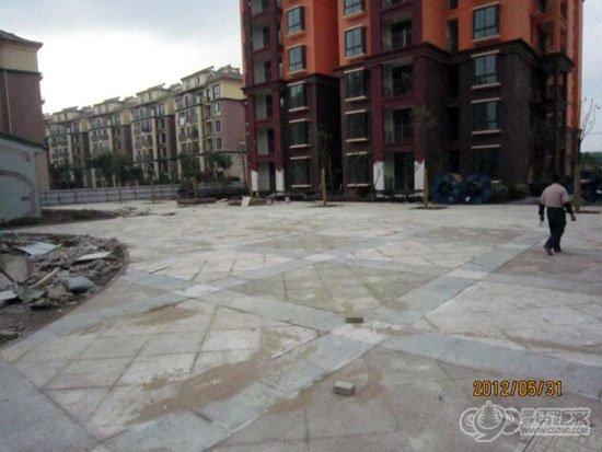 巴黎苑市政之树阵广场铺装完成
