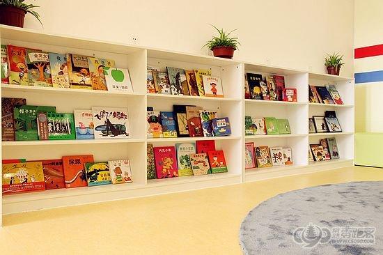 图书角图片_幼儿园图书区角规则