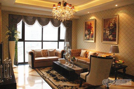 大开间客厅,带有宽景落地窗,保证充足光照和奢适观景