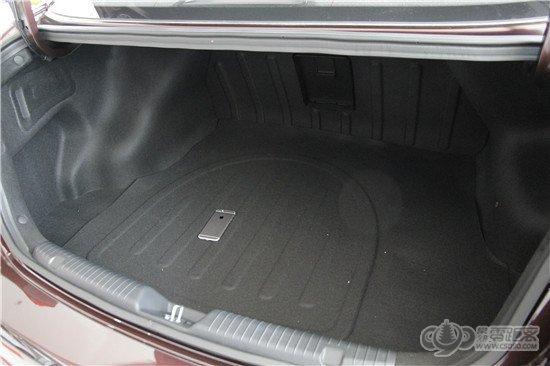 后备箱在同级别车型里面相比并不占据太明显优势