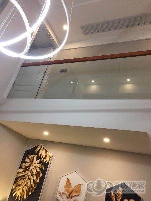 世茂三期美式装修小跃层 两房两卫 真皮沙发 开放式厨房 2室2厅2卫
