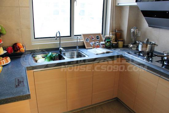 厨房角落位置,为冰箱预留了位置