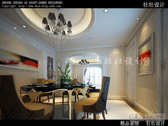 客厅拱形阳台处的垭口造型与客餐厅处的垭口造型相呼应,轻盈的纱帘为